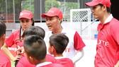 """HLV Nguyễn Hồng Sơn và 2 bảo mẫu chính thức """"truy tìm"""" chân sút tài năng Cầu thủ nhí 2020"""
