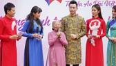 NSƯT Phi Điểu và nhiều nghệ sĩ truyền cảm hứng tình yêu áo dài tại các điểm du lịch TPHCM