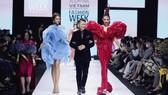 Dàn hoa hậu, á hậu rực rỡ trong Tuần lễ Thời trang Quốc tế Việt Nam 2020
