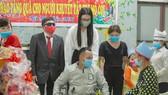 Tiểu Vy, Thùy Linh, Đỗ Hà tất bật làm từ thiện ngày giáp tết
