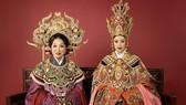 Hoa hậu Khánh Vân kết hợp cùng NSND Bạch Tuyết trong bộ ảnh hoá thân Thái hậu Dương Vân Nga