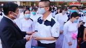 Chủ tịch UBND TPHCM Nguyễn Thành Phong đánh trống khai giảng tại trường THPT Mạc Đĩnh Chi