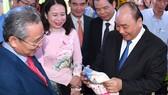Thủ tướng Nguyễn Xuân Phúc cùng các đại biểu dự hội nghị xúc tiến đầu tư An Giang. Ảnh: VGP