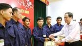 Chủ tịch Trần Thanh Mẫn tặng quà Tết cho công nhân lao động và người nghèo ở An Giang