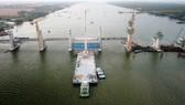 Van thép 203 tấn được lắp thành công ở siêu công trình Cái Lớn – Cái Bé