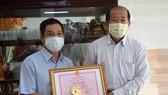 Khen thưởng người báo tin Covid-19 ở khu vực biên giới tỉnh Đồng Tháp