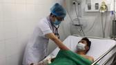 Hai bệnh nhân suýt mất mạng vì bị rắn chàm quạp cắn
