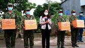 Phó Chủ tịch nước Võ Thị Ánh Xuân thăm lực lượng phòng chống dịch Covid-19 ở biên giới An Giang