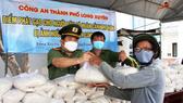 Công an tỉnh An Giang tặng 110 tấn gạo cho người nghèo khó