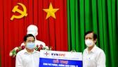 Tổng Công ty Điện lực Miền Nam hỗ trợ Đồng Tháp 3 tỷ đồng phòng chống dịch Covid-19