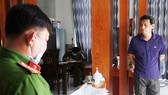 Cơ quan công an đọc lệnh bắt bị can để tạm giam đối với Bùi Quốc Việt
