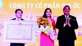 Kim Oanh nhận Huân chương Lao động hạng Ba