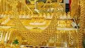 Giá vàng đồng loạt lên 38 triệu đồng/lượng