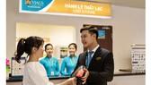 Dịch vụ mặt đất sân bay Việt Nam trả lại cho khách hơn 13 tỷ đồng tiền mặt