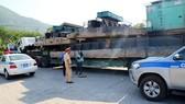 Phương tiện của Công ty cơ giới Sơn Hải chở quá tải bị Công an tỉnh Thừa Thiên - Huế phát hiện và xử lý