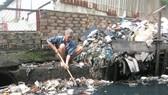 Không xả rác ra đường và kênh rạch, vì thành phố sạch và giảm ngập nước