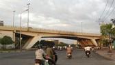 Cấm xe lưu thông qua cầu vượt Nguyễn Hữu Cảnh 6 tháng