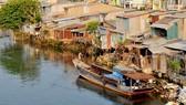 Hơn 3.500 căn nhà ven kênh rạch có nguy cơ sạt xuống sông, rạch