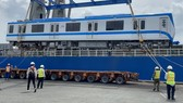 Hai đoàn tàu số 6, 7 của tuyến metro số 1 đã cập cảng Khánh Hội