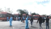 Hơn 300 người dân Bến Tre ở TPHCM được Công ty Phương Trang đưa về quê