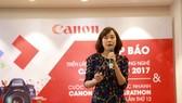 Đại diện Canon giới thiệu về chương trình tại buổi họp báo