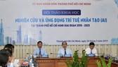 Bí thư Thành ủy TPHCM Nguyễn Thiện Nhân, Chủ tịch UBND TPHCM Nguyễn Thành Phong chủ trì hội thảo. Ảnh: HOÀNG HÙNG