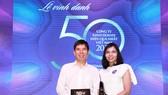 Lãnh đạo Công ty Cổ phần Đầu tư Thế Giới Di Động nhận giải thưởng