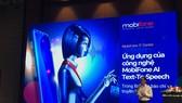 Đại diện MobiFone, ông Đặng Triều Dương giới thiệu công nghệ của MobiFone