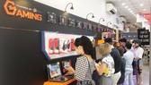 Khách hàng tham quan Gaming Corner