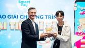 Chủ tịch SmartPay trao giải Trâu Vàng 200 triệu đồng cho khách hàng may mắn nhất Lâm Chí Mạnh