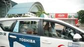 Lái xe Vinasun chở bệnh nhân xuất viện về sau khi điều trị khỏi bệnh Covid-19