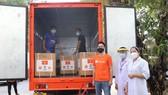 Shopee trao tặng các thiết bị y tế