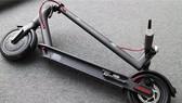 Xe điện Smart Scooter của Xiaomi có thể di chuyển lên đến 30 km sau một lần sạc và có giá chỉ 289 USD