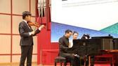 """""""Thần đồng"""" violin Việt Nam đứng Top 8 cuộc thi Tchaikovsky"""