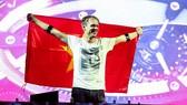 """Lộ sân khấu """"khủng"""" của huyền thoại DJ Armin van Buuren"""