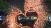Gỡ toàn bộ thiết kế không phù hợp tại Hồ Gươm trước giờ khai mạc lễ hội