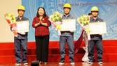 4 kỹ sư, công nhân Điện lực TPHCM nhận bằng khen của Thủ tướng Chính phủ