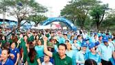 Người dân TPHCM tham gia cuộc đi bộ từ thiện