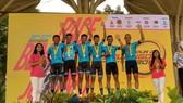 Đội Bike Life Đồng Nai trên bục nhận thưởng tại giải Malaysia.