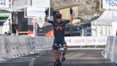 Ivan Sosa một mình về đích chặng ba.
