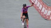 Chantal van den Broek-Blaak một mình về đích.