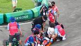Tay đua Connor Fields được đưa đi cấp cứu
