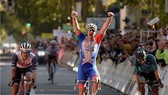 Arnaud Démare mừng chiến thắng Paris-Tours 2021