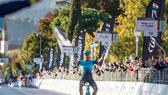 Samuele Battistella solo về đích mừng chiến thắng