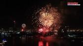 Chiêm ngưỡng màn bắn pháo hoa rực rỡ mừng năm mới 2020 tại TPHCM