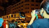 Cảnh vận chuyển xuyên đêm đưa 3 toa tàu metro 1 từ cảng Khánh Hội về depot Long Bình