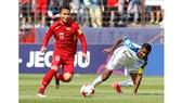 Quang Hải (áo đỏ) được gọi vào đội tuyển quốc gia.