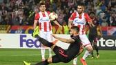 Pha ghi bàn tuyệt đẹp của Oliver Giroud vào lưới Crvena Zvezda. Ảnh: Getty Images.