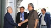 Chủ tịch VFF Lê Hùng Dũng bắt tay chào mừng ông Ebrahim Al Khalifa