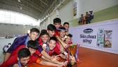Niềm vui vô địch của đội trường Nguyễn Thị Định. Ảnh: ANH TRẦN